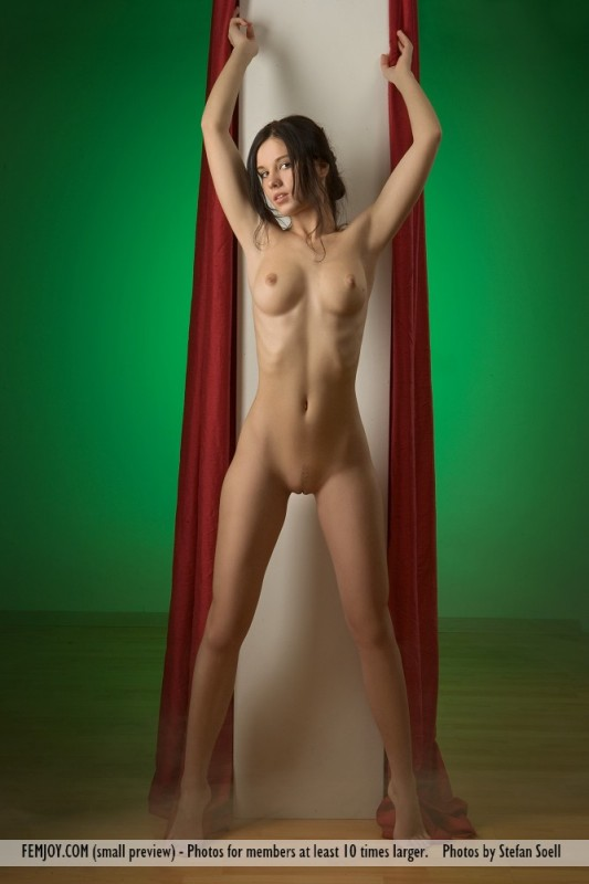 Hot nude stills from hollywood movies