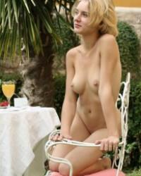 Magda Femjoy – Summer Breakfast